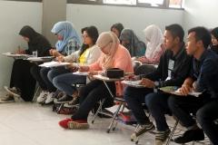 Siswa semangat belajar karena mau kuliah di Korea dan Bekerja di Perusahaan Korea di Indonesia nih!